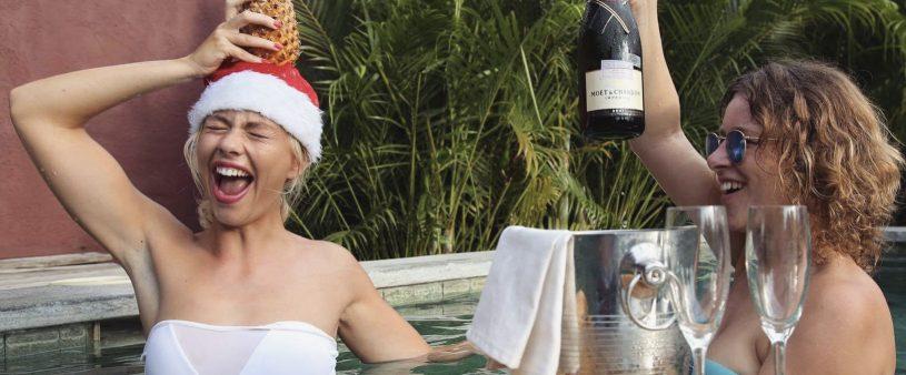 Floating-champagne-slow-gili